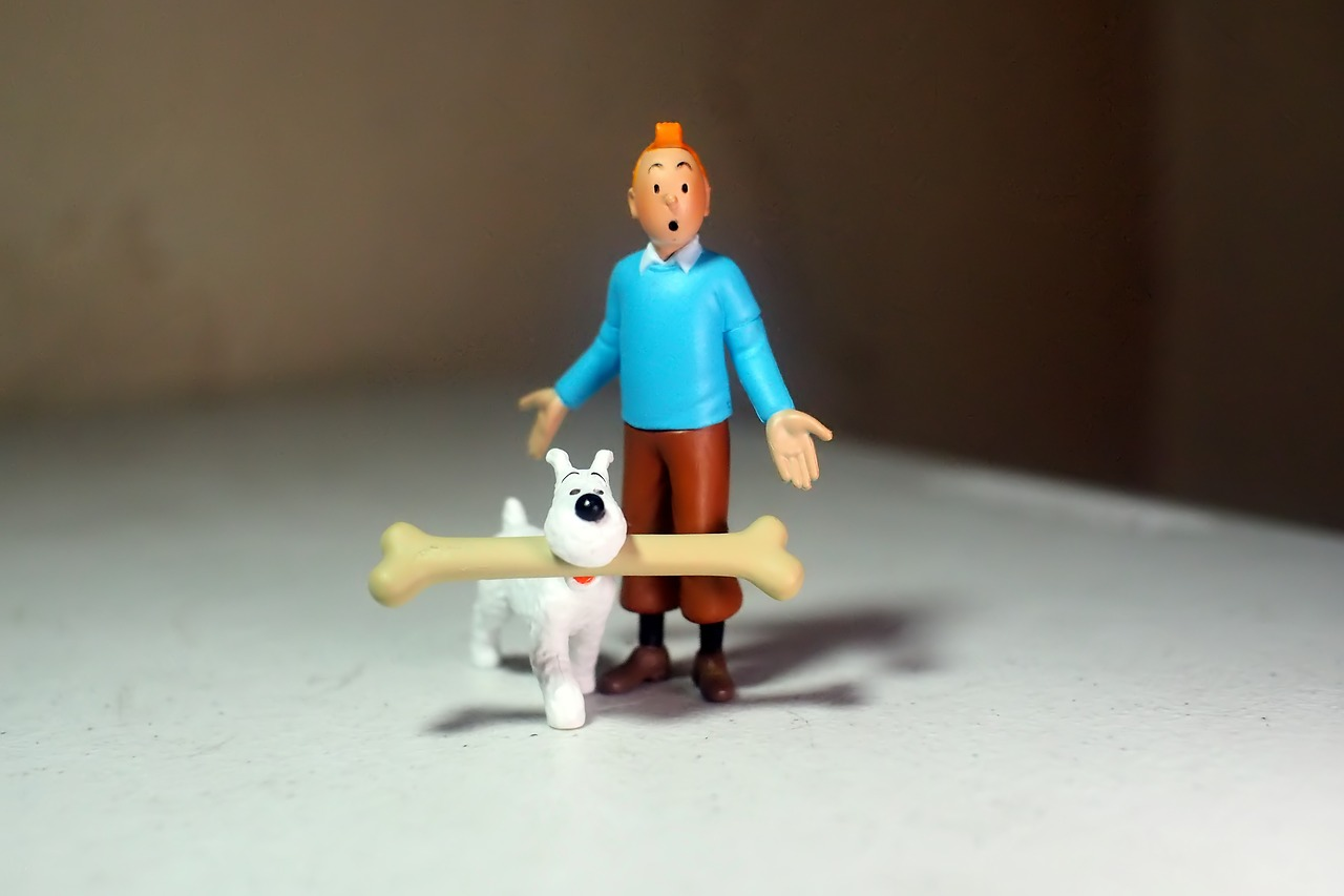 action figure of Tintin and his dog with long bone in its mouth, both from the comic series The Adventures of Tintin