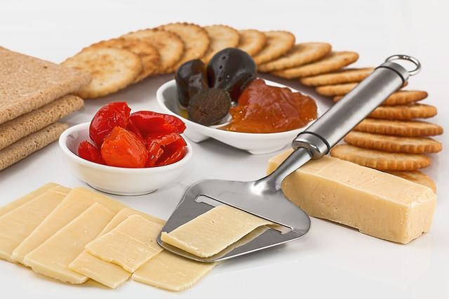 cheese-slicer-crackers-appetizers-