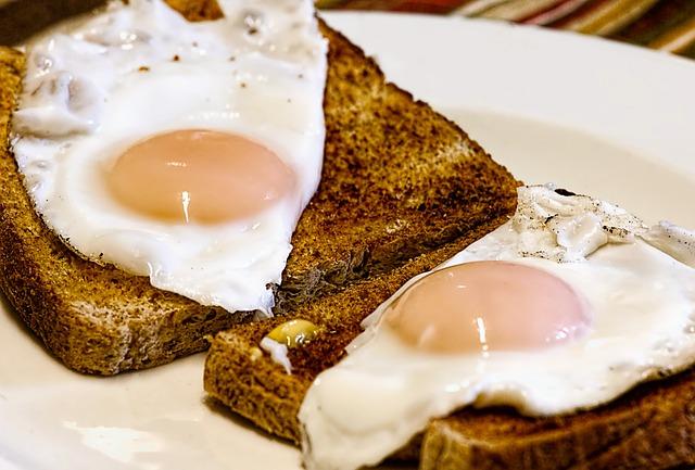 fried-eggs-breakfast-toast-food